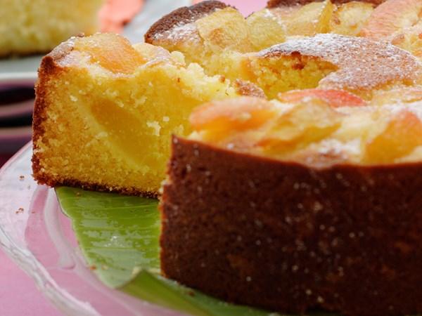 Nectarine cake