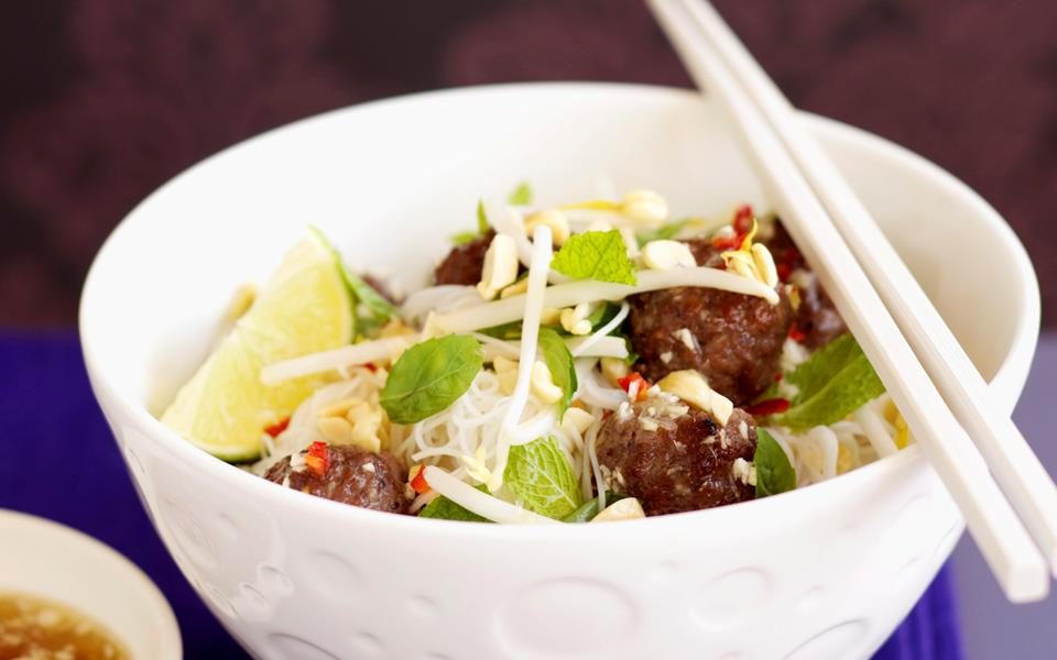Grilled meatballs with vermicelli recipe | FOOD TO LOVE