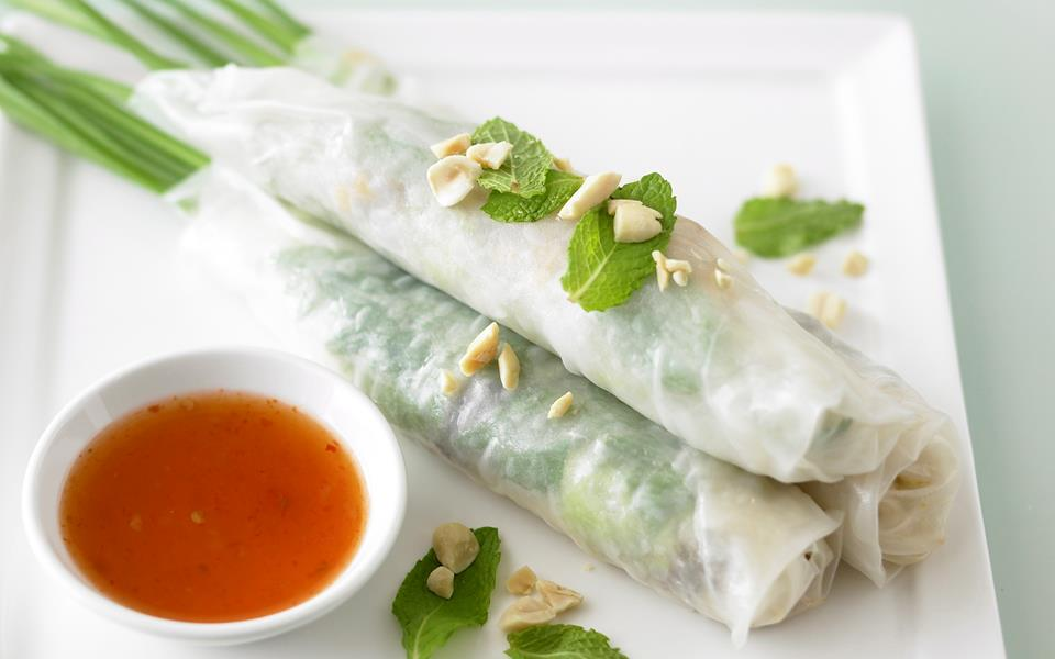 Rice paper rolls with aromatic salad recipe | FOOD TO LOVE