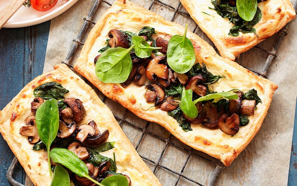 Mushroom and spinach tarts with tomato salad recipe | FOOD TO LOVE