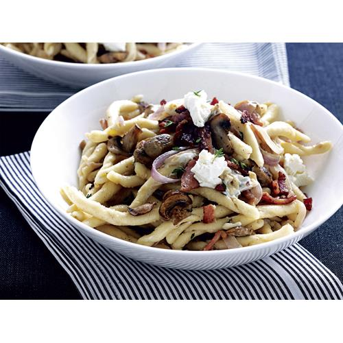 Pasta with caramelised onion, bacon and thyme recipe ...