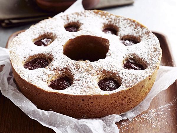 Plum and cinnamon cake