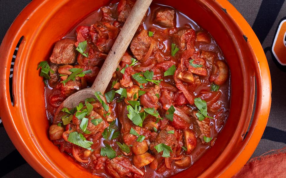 Quick and easy beef goulash recipe | FOOD TO LOVE