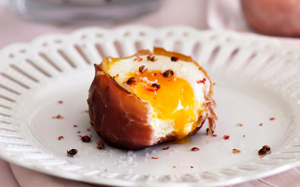 Prosciutto, egg and brioche cups recipe | FOOD TO LOVE