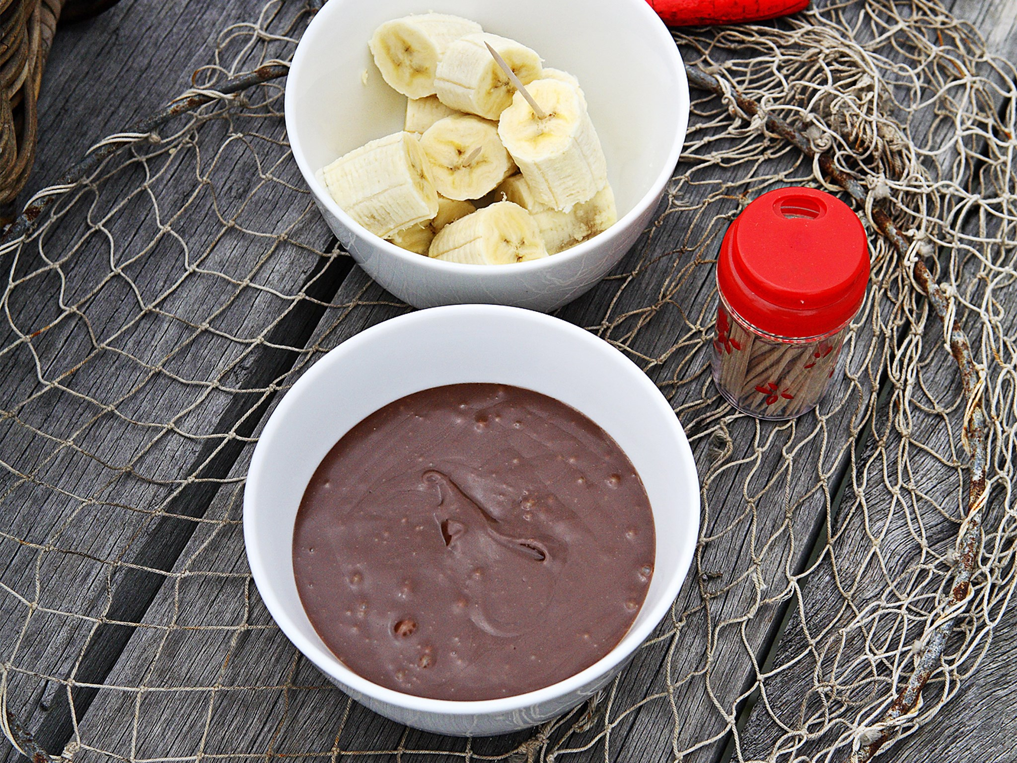 Bananas with chocolate and hazelnut sauce