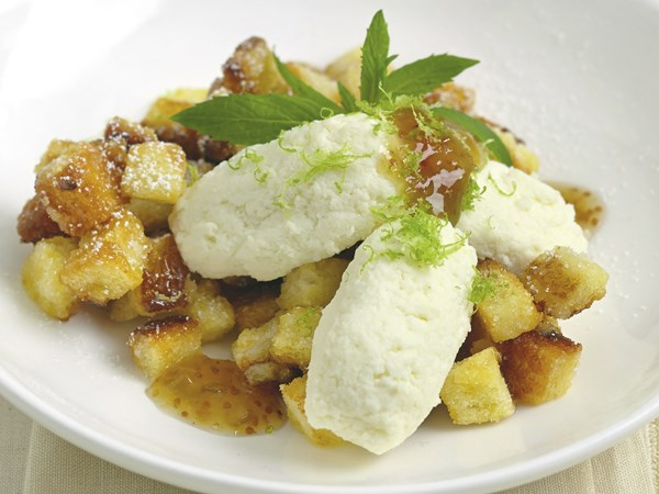 Sweet ricotta bread with fig sauce