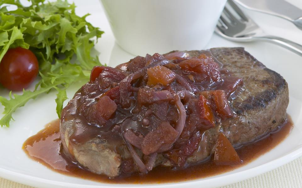 Steak+With+Tomatoes+And+Onions Steak with tomato, onion and red wine ...