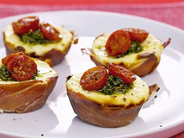 Tomato tarts with pesto