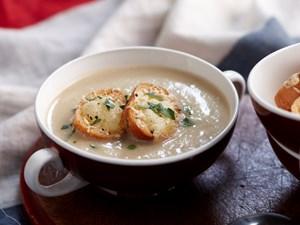Creamy fennel and potato soup