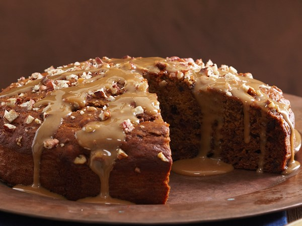 Low-fat sticky date cake