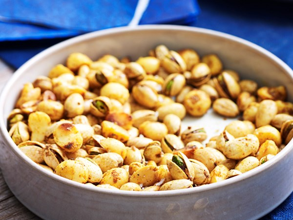 5 reasons why you should be eating a handful of nuts a day
