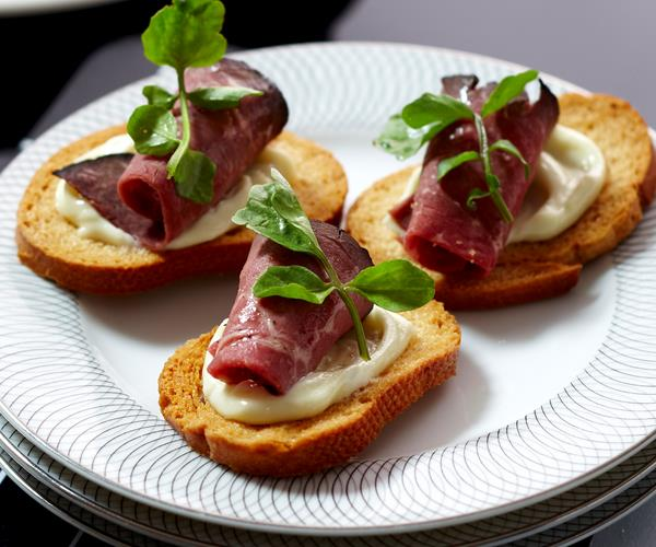 Christmas appetiser ideas recipes for party or lunch for Beef horseradish canape
