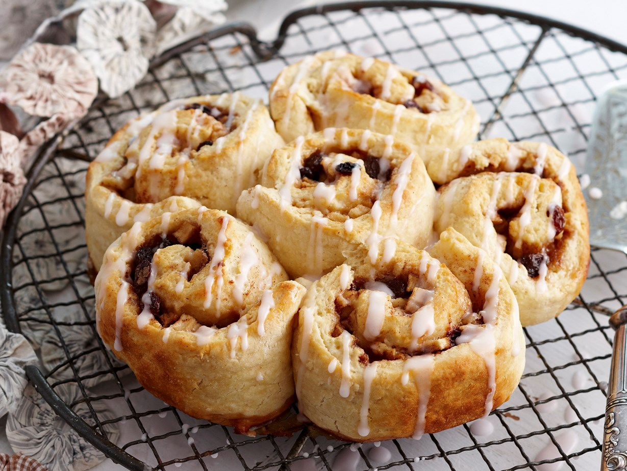 how to make chocolate chelsea buns
