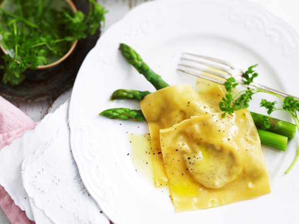 Blue cheese ravioli with asparagus