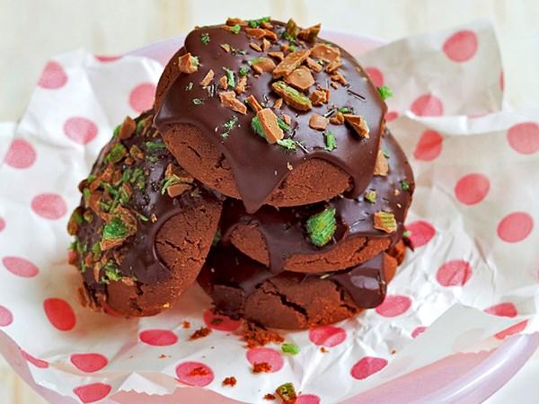 Choc-mint biscuits