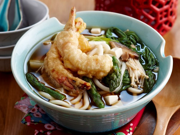 Tempura prawns in udon soup