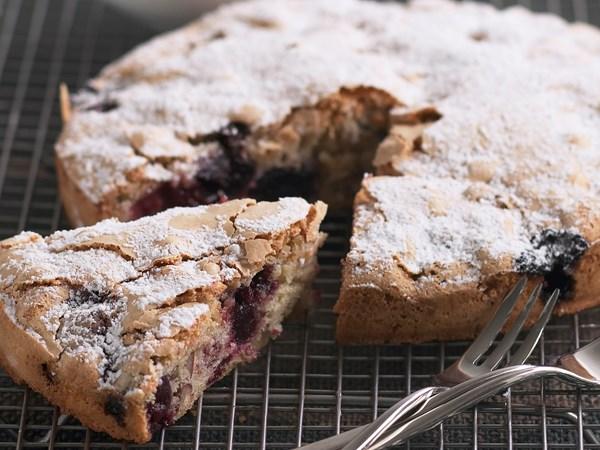 Cherry pecan cake