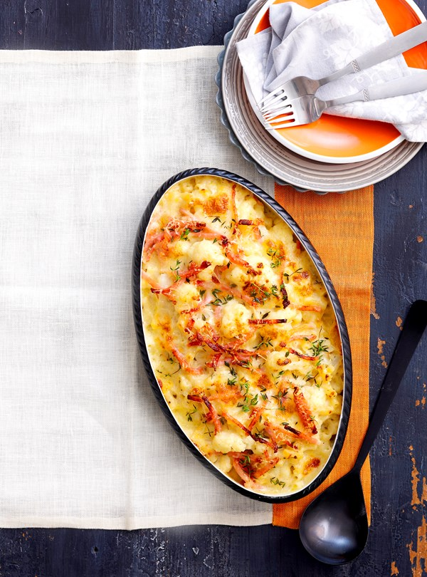 Macaroni and cauliflower cheese bake
