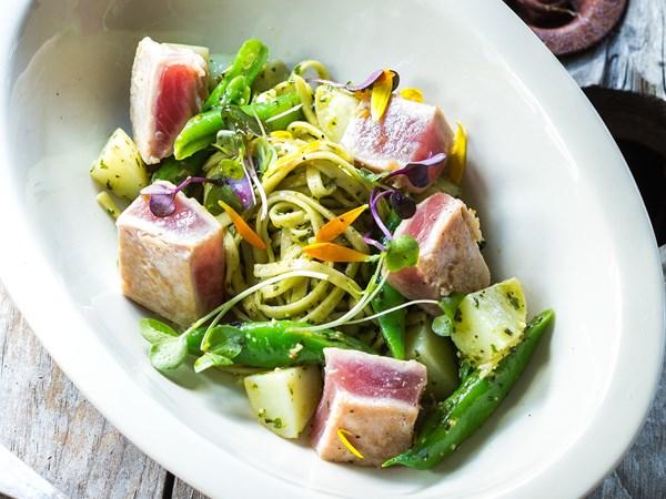 Linguine di pesto with tuna, green beans and potato