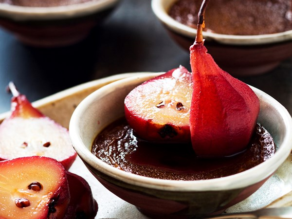 Hot chocolate custard with red wine pears