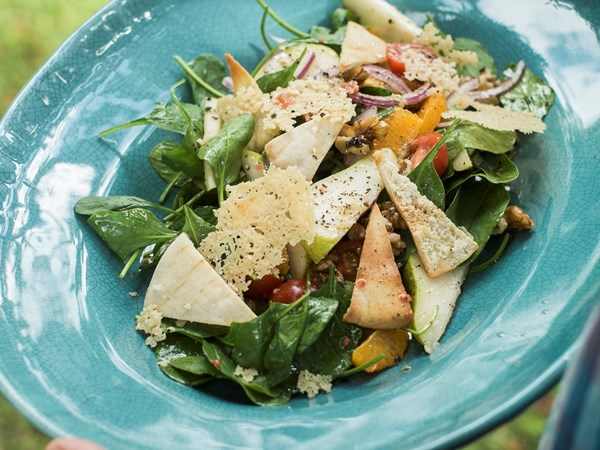 Pear, baby spinach, mint and pecorino salad
