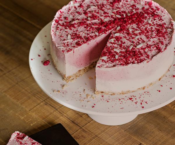 Strawberries and cream raw cheesecake recipe | Food To Love