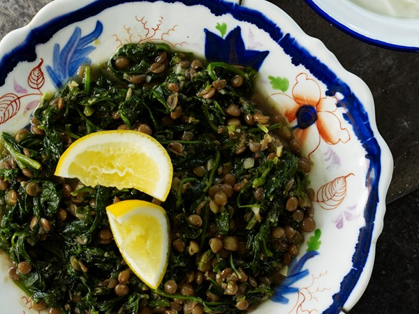 Green lentils with coriander and spinach