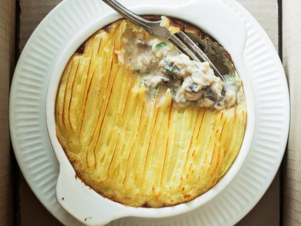 Smoked snapper, dill and lemon potato-topped pie