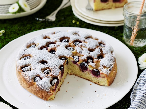 German apple and blackberry cake