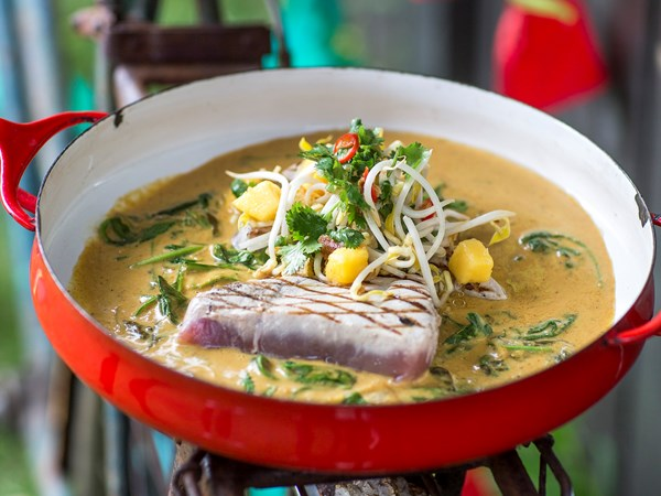 Tuna curry with mango and coriander salad