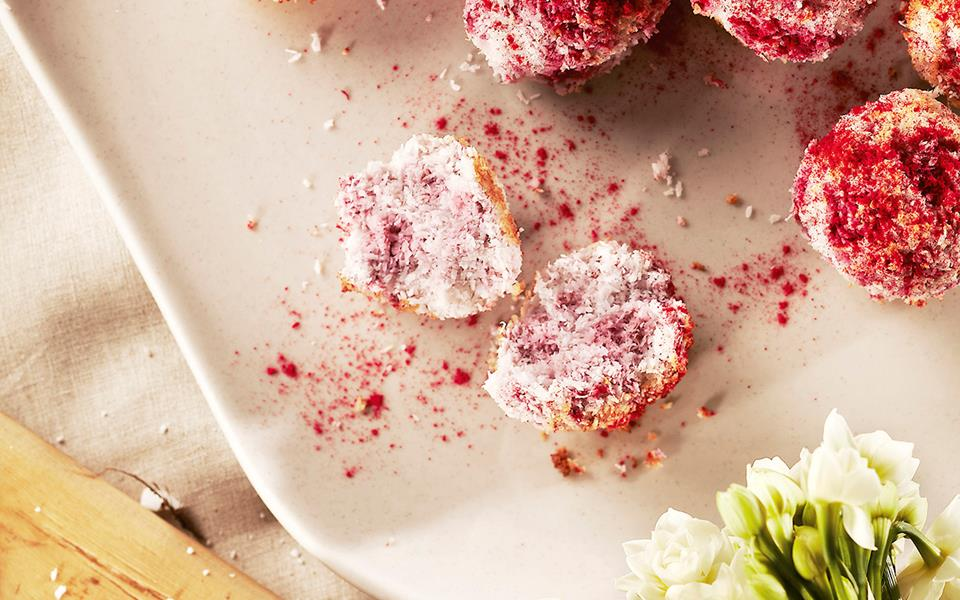 Raspberry coconut macaroons recipe | FOOD TO LOVE