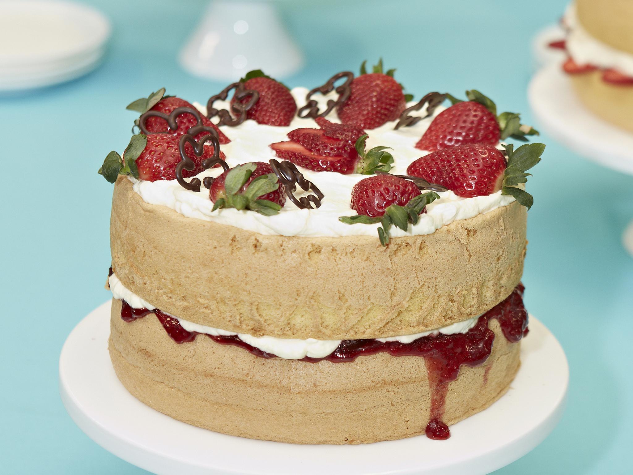 Sponge cake with strawberries