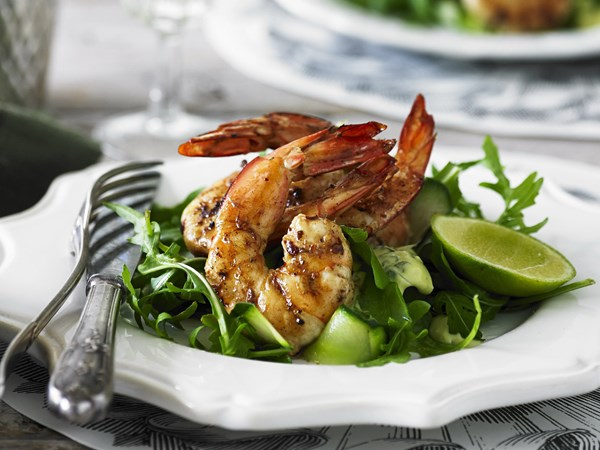 Barbecued prawn salad with basil mayo