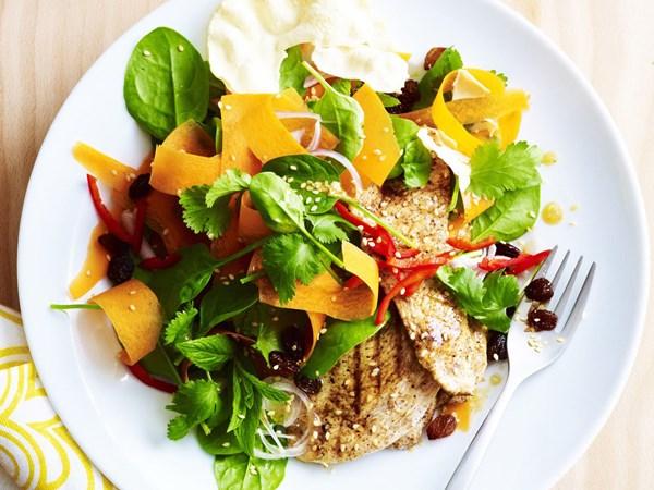 Warm indian-style chicken salad