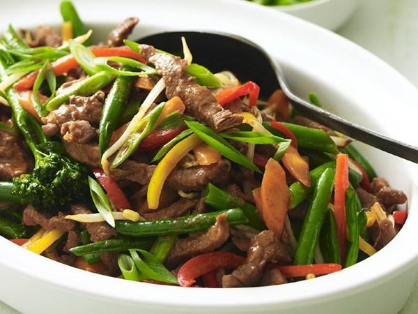 Hoisin lamb & vegetable stir-fry