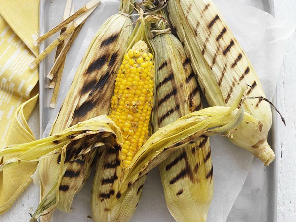 Barbecued corn on the cob with tahini