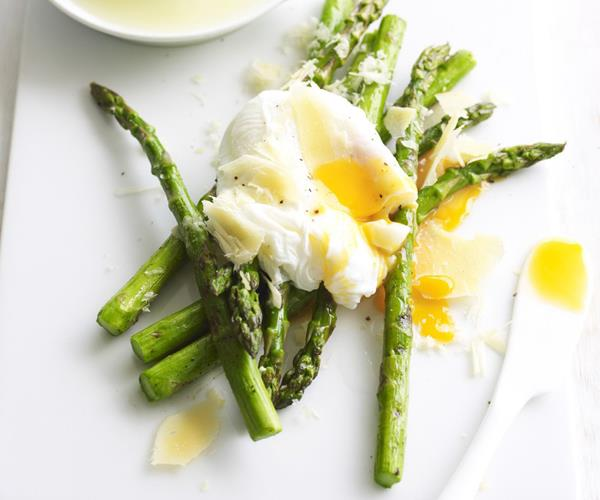 how to cook asparagus in a pan with water