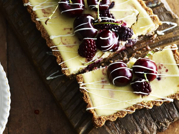 Cherry and blackberry white chocolate cheesecake