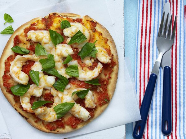 Chilli prawn pizza