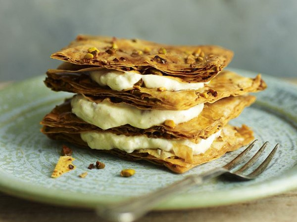 Pastilla with sweet yogurt cream
