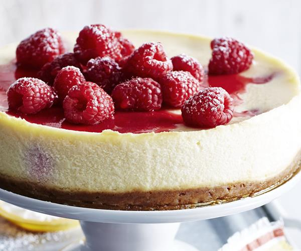 Raspberry ricotta cheese cake with amaretti crust