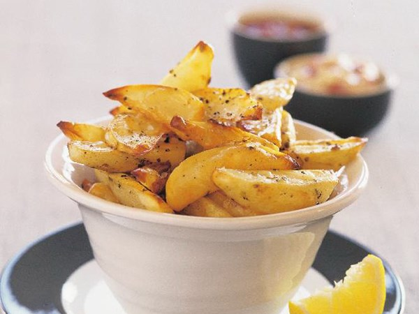 Crispy potato wedges with two dips
