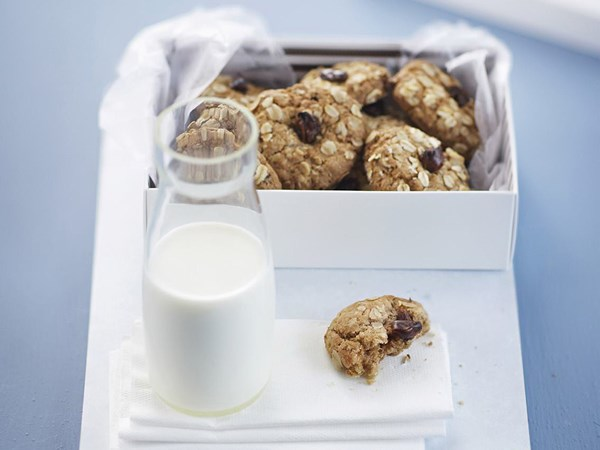 Banana, date and oat cookies