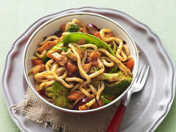 Udon with chilli and mixed vegetables