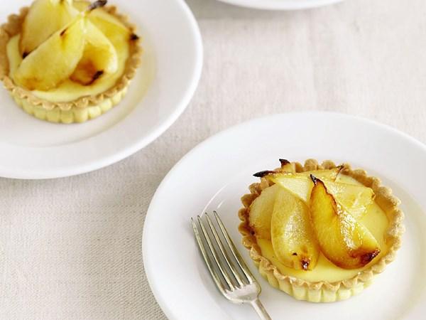 Ricotta and mascarpone tarts with roasted pears