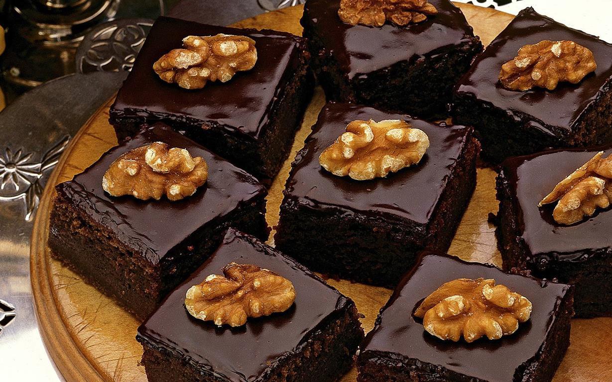 GLAZED MOCHA FUDGE CAKE