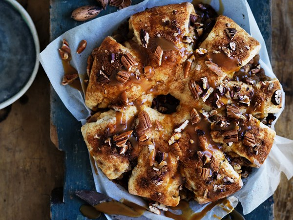Pecan and spiced apple pull-apart