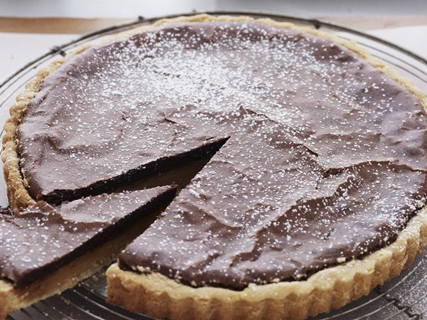 Chocolate-brownie caramel tart