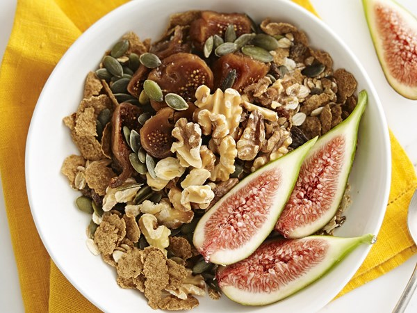 Gingerbread-spiced fig muesli