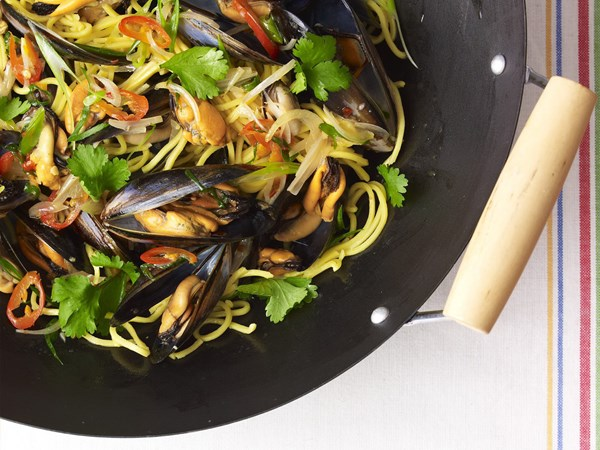 Sweet chilli mussels and hokkien noodles